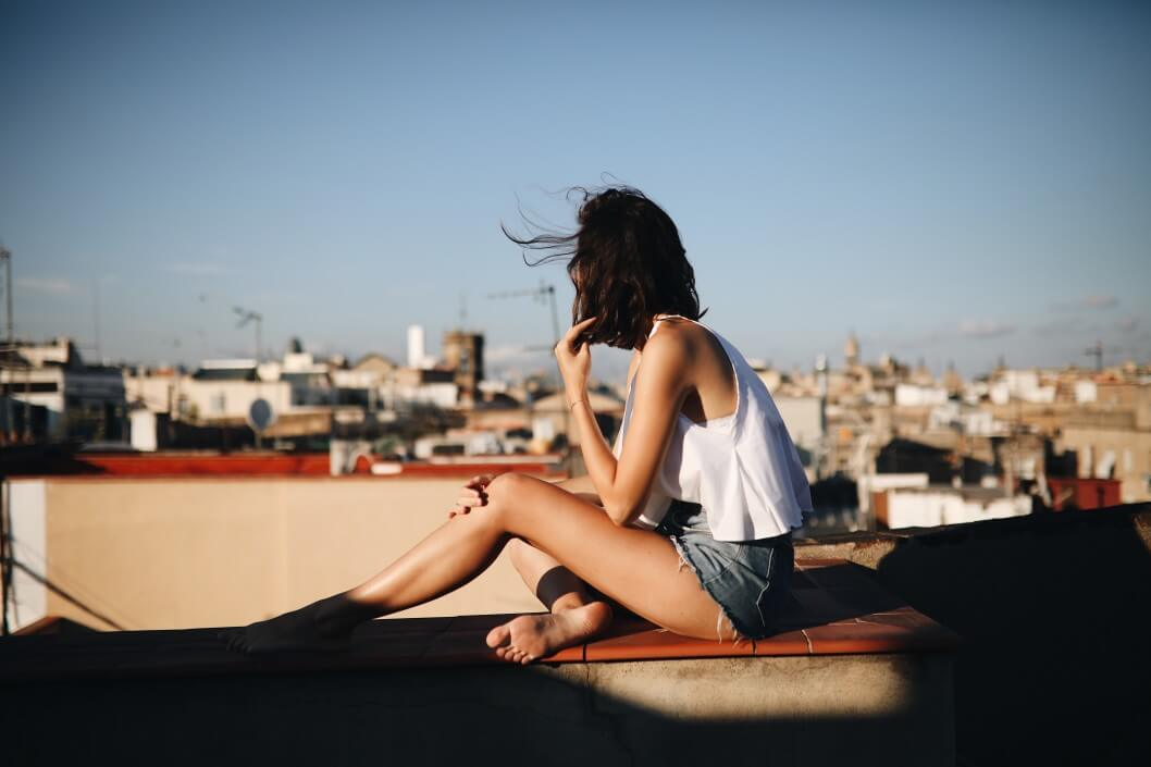 girl in barcelona t20 JYvgEw