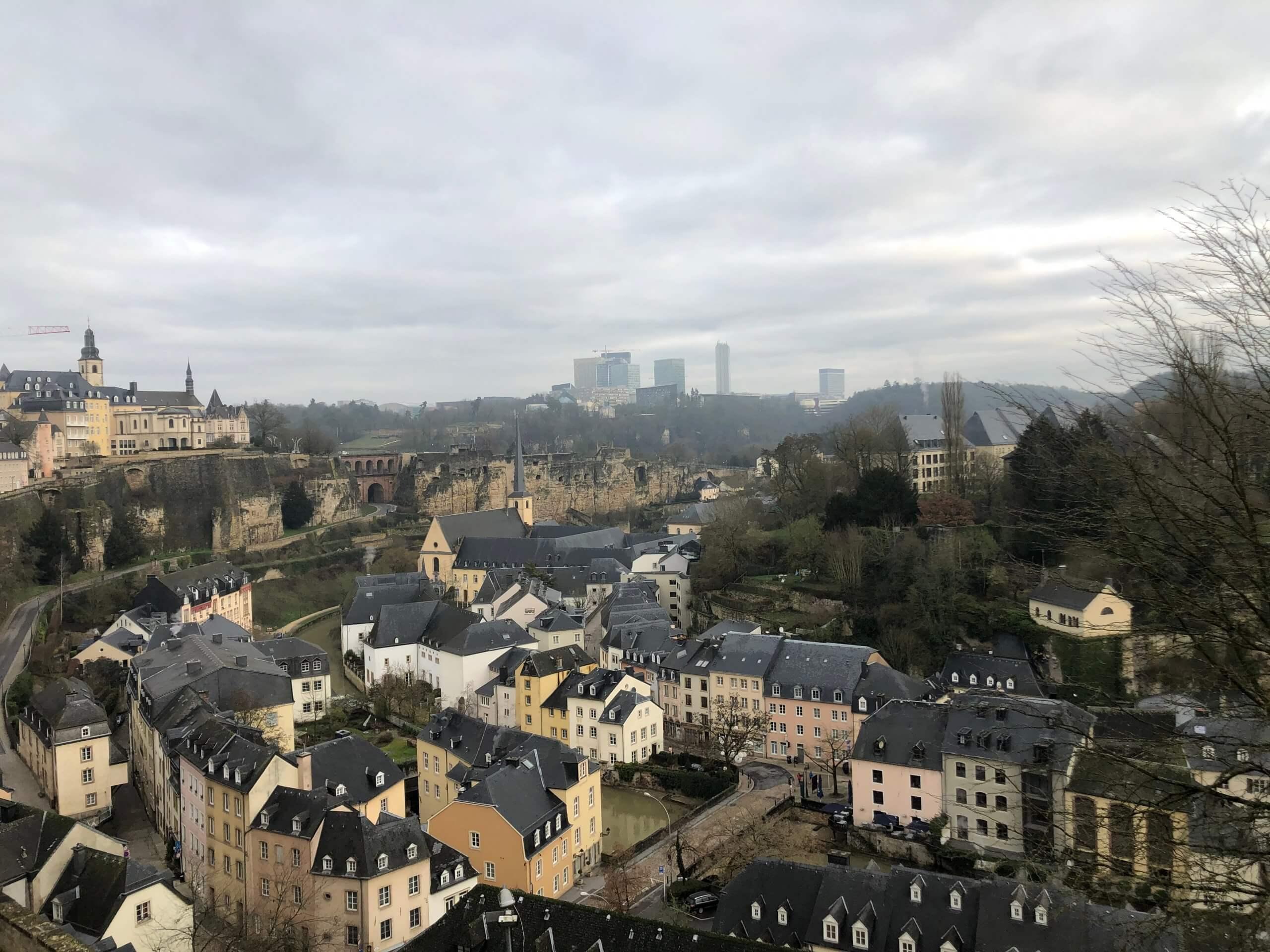 panorama de la ciudad alta y la ciudad baja de luxemburgo t20 vRzy9O scaled