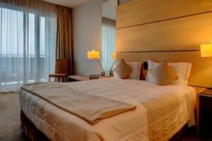 Quarto no Hotel VIP Executive Azores